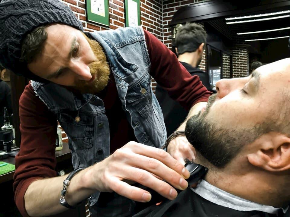 Услуга стрижки бороды и усов
